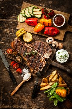 The ultimate steak guide. Get educated on the best steak cuts, how to cook them, and the best wine pairing. You'll be the master of this date night classic. Food Porn, Date Night Recipes, Snacks Für Party, Le Diner, Food Platters, Beef Steak, Steak Cuts, Steak Recipes, Grub Recipes