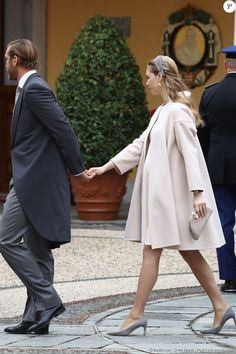 Elegant Maternity Dresses, Maternity Coat, Maternity Fashion, Beatrice Borromeo, Pregnant Princess, Princess Grace Kelly, Pregnancy Looks, Royal Clothing, Queen Dress
