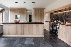 Kitchen Inspirations, Sweet Home, House Interior, Home Kitchens, Wood Kitchen, Kitchen Design, Cosy House, Kitchen Layout, Home Decor