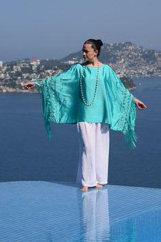 Mexican elegance, a Nativa Rebozo Blouse #artesaniasmexicanasdiy Mexican Fashion, Mexican Outfit, Mexican Dresses, Fashion Photo, Boho Fashion, Womens Fashion, Kaftan Gown, Chic Outfits, Fashion Outfits