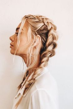 How To Tame Your Post-Workout Hair Situation (Without Showering) Effortless hairstyles that you can rock anywhere and any time! Here are some of our favorite easy hairstyles for you to try now! Messy French Braids, Messy Braids, Dutch Braids, Braids Long Hair, Hair Down With Braid, French Braiding Hair, Medium Length Hair Braids, How To Braid Hair, Straight Hair With Braid