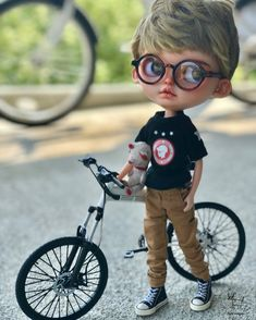 Image may contain: one or more people and outdoor Baby Cartoon Drawing, Cute Cartoon Boy, Cute Cartoon Pictures, Cute Cartoon Characters, Cartoon Pics, Cute Kids Photography, Boy Photography Poses, Cartoon Wallpaper Hd, Cute Love Images