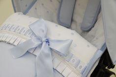 Saco piqué azul y bodoques con entredós. Linen Bedding, Bedding Sets, Pram Sets, Bugaboo, Baby Boy Rooms, Ideas Para, Gift Wrapping, Diy Crafts, Inspiration