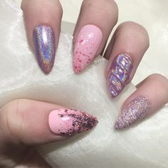 Handmade false nails for any occasion. The perfect instant manicure. A set of 10 beautiful false nails which are available in sizes XS - XL. Please...