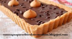 Tarta de chocolate sencillita y sin horno. Con base de bizcochos de soletilla molidos y mantequilla.