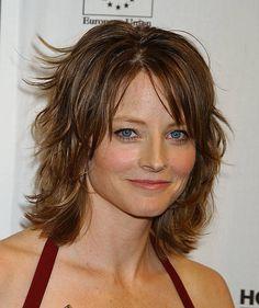 Jodie Foster, Haircuts For Medium Hair, Medium Hair Styles, Hair Cuts, Celebrities, Beauty Stuff, Hairstyles, Medium Hairstyles, Hairdos