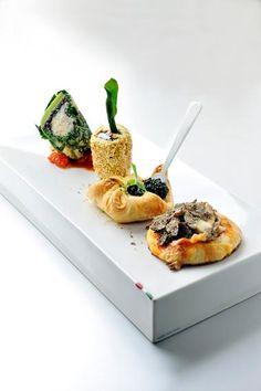 Gevulde groene kool met risotto venere & tartaar van langoustine http://njam.tv/recepten/gevulde-groene-kool-met-risotto-venere-tartaar-van-langoustine