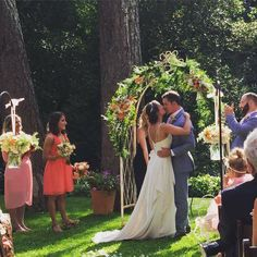 Beautiful wedding site! Bridesmaid Dresses, Wedding Dresses, Florals, Wedding Flowers, Beautiful, Fashion, Bridesmade Dresses, Bride Dresses, Floral