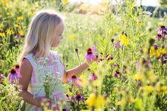 Wie sinnvoll ist die Einnahme von CBD bei Kindern wirklich? Wir haben einen informativen Artikel zum Thema CBD für Kinder erstellt. Elke Bräunling, Manifestation Meditation, Essential Oils For Kids, Teenage Daughters, Wildflower Seeds, Foster Parenting, Parenting Plan, Parenting Styles, Parenting Classes