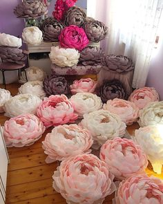 A sea of flowers 🌸 😍⠀ ⠀ Reposting . Paper Flowers Craft, Paper Flowers Wedding, Paper Flower Wall, Crepe Paper Flowers, Flower Crafts, Diy Flowers, Flower Decorations, Fabric Flowers, Paper Crafts