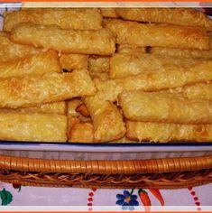 A tészta hozzávalói: 30 dkg liszt 25 dkg margarin 1 db 175 gr-os tejföl pic. Snack Recipes, Snacks, Hungarian Recipes, Onion Rings, Apple Pie, Rum, Recipies, Bacon, Muffin