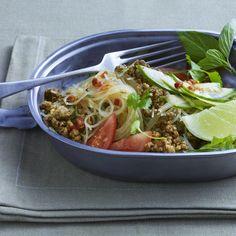 Ein ungewöhnlicher und raffinierter Salat, den Sie auch sehr gut lauwarm als Vorspeise servieren können. Ingwer und Limette geben dem Salat eine exoti...