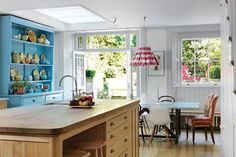 Bright & relaxed kitchen interiors by one of our most loyal clients @hugh.leslie a #madebyhowe Salon Flag chair as seen in @houseandgardenuk   by @simonbrownphotography Feb '15