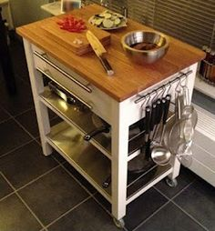 Good extra storage for the kitchen :) and a chopping board :)