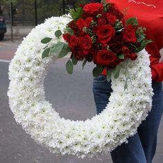 Funeral Floral Arrangements, Creative Flower Arrangements, Sympathy Flowers, Most Beautiful Flowers, Funeral Flowers, Deco Table, Types Of Flowers, Flower Boxes, Diy Wreath