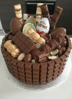 Kinderriegel Torte - a smart gift idea for a birthday party . - Kinderriegel Torte - a smart gift idea for a perfect birthday party - Kuchen - # Cake Tumblr, Chocolate Bar Cakes, Chocolate Chips, Chocolate Birthday Cakes, Chocolate Ice Cream, Chocolate Gifts, Cake Recipes, Dessert Recipes, Cool Birthday Cakes