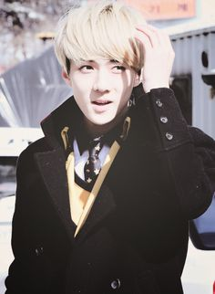 Oh Sehun, can you explain why are you so cute? Look at your lips, your eyes, everything <3