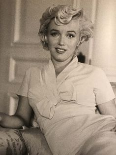 Marilyn at the St. Regis Hotel, 1954. Photo by Milton Greene.