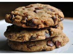 Hoy vamos a preparar una versión vegana de las conocidas galletitas con chips de chocolate. Es una r...