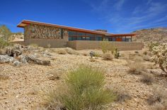 Ettore Design have completed Jackrabbit Wash house in the Mojave Desert near Joshua Tree, California. modern natural colors concrete simple butterfly roof horizontal modern shingle
