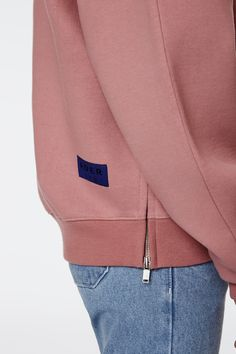 [Signature tag line] Zipper sweatshirt www.adererror.com #ader#fashion#company#minimal#contemporary#streetwear#casual#styling#sweatshirt#pink#zipper#detail#design#label