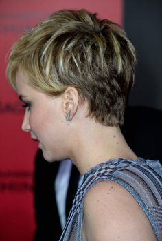 jennifer lawrence short hair   Actress Jennifer Lawrence attends the premiere of Lionsgate's 'The ...