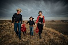 extended family photography Black and white photography Family pictures yellow, Family pictures hairstyles, Family pictures red, Family pictures Cowboy Family Pictures, Western Family Photos, Family Pictures What To Wear, Family Christmas Pictures, Western Engagement Photos, Cowgirl Pictures, Farm Pictures, Family Pics, Family Goals