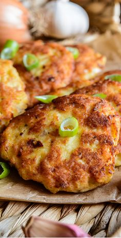 If served with salad, Tuna Fritters can be very delicious; Fish Recipes Pan, Healthy Tuna Recipes, Canned Tuna Recipes, Crab Cake Recipes, Veggie Recipes, Seafood Recipes, Dinner Recipes, Cooking Recipes, Cooking Food