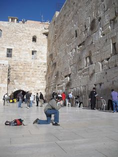 Tebowing at the Western Wall in Israel