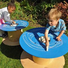 This Mark Making Stations 2 Pack is a perfect spot for mark making with this set of two chalkboard painted cable drums. We have used a blue paint to.Mark Making Stations 2 Pack,Cosy direct,Cable reels sensory play,sensory ideas cable drum,sensory play outdoors Eyfs Outdoor Area, Outdoor Play Areas, Outdoor Fun, Natural Playground, Outdoor Playground, Playground Ideas, Outdoor Classroom, Outdoor School, Reggio Emilia