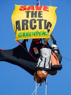 Save the Arctic - Greenpeace Activists lead the way on Portland Bridge