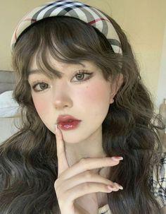 Aesthetic Women, Aesthetic Girl, Korean Beauty Girls, Asian Beauty, Cute Makeup Looks, Ulzzang Makeup, Uzzlang Girl, Hair Reference, Grunge Girl