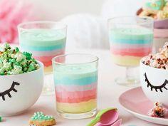 Regenbogen-Creme | Migusto Creme Dessert, Panna Cotta, Baking, Ethnic Recipes, Food, Colorful Desserts, Vanilla Cream, Food Coloring, Vanilla Sugar