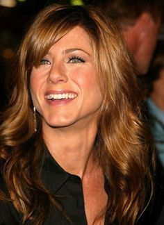 Jennifer Anniston Hair Color & Side Bangs + Layers Cut