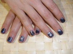 silver snowflakes - Nail Art Gallery