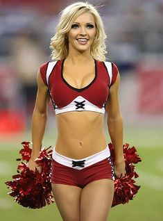 Counting Down The 10 Hottest NFL Cheerleading Squads Hottest Nfl Cheerleaders, Football Cheerleaders, Football Girls, College Cheerleading, Buccaneers Cheerleaders, Football Memes, Nfl Football, Sport Treiben, Sport Girl