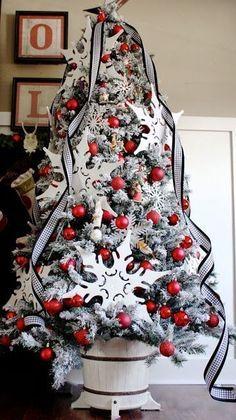 red and black christmas tree, christmas decor, holiday ideas Christmas Tree Base, White Christmas Tree Decorations, Beautiful Christmas Trees, Black Christmas, Noel Christmas, Primitive Christmas, Winter Christmas, Christmas Themes, Christmas Photos