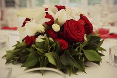centre de table rouge et blanc roses rouges