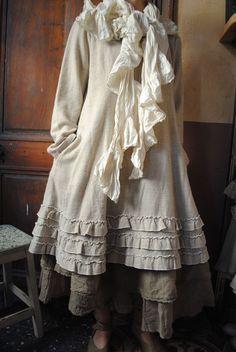Mlle Lilou : ma tunique beige en toute simplicité, volantée dans le bas... - Atelier des Ours.
