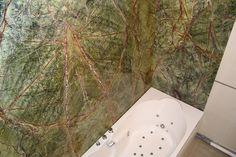 finitions d'une salle de bains en marbre, bientôt sur le site d'ART & POSE
