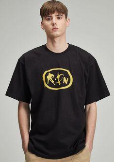 #반팔 #반팔티 #티셔츠 #로고티셔츠 #반팔티셔츠 #그래픽티셔츠 #라운드티 #그래픽 #GRAPHIC #LOGO #BLACK Mens Tops, T Shirt, Black, Fashion, Supreme T Shirt, Moda, Tee Shirt, Black People, Fashion Styles