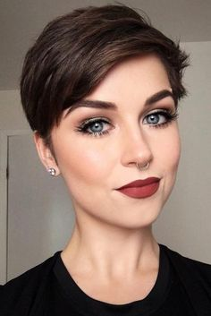 36 Latest Short Hair Trends for Winter 2017 – 2018 - Short Hair Styles Short Pixie Haircuts, Pixie Hairstyles, Short Short Hair, Trendy Haircuts, Brown Hairstyles, Short Hair Cuts For Women Pixie, Cute Pixie Cuts, 2018 Haircuts, Short Hair Model