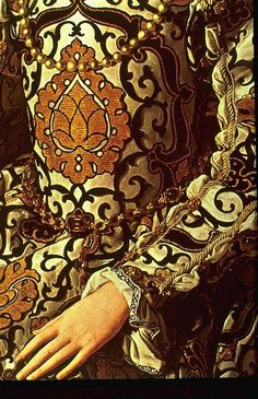 the pomegranate motif of Eleonora de Toledo's dress worn in her 1550 Bronzino portrait Eleonora de Toledo 1550 fabric (Uffizi)