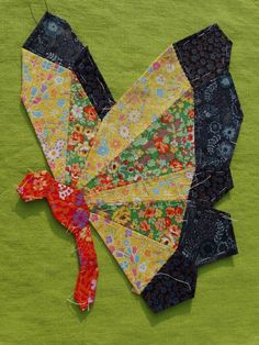 EPP butterfly designed and stitched by Paula of Mud, Pies and Pins. Paper Piecing Patterns, Quilt Block Patterns, Applique Patterns, Applique Quilts, Dresden Quilt, Dresden Plate, Fabric Crafts, Sewing Crafts, Butterfly Quilt Pattern