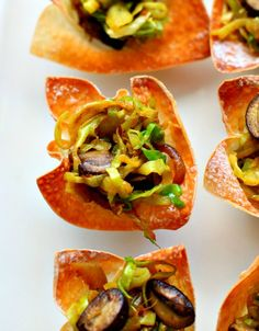 Indian Spiced Cabbage Mushroom Wonton Bites make for an easy party appetizer! Indian Beef Recipes, Vegetarian Recipes, Appetizers For Party, Appetizer Recipes, Best Party Food, Indian Snacks, Vegetable Side Dishes, Stuffed Mushrooms, Good Food