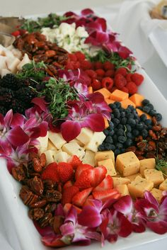 Fruit and Cheese Platter - @Gettin' Skinny Wohlers Wohlers Wohlers Valdes I think I like this type fruit and cheese tray the best...with the pretty flowers on it.