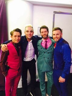 Robbie joins the boys @ the O2, shame Jason wasn't on the photo otherwise it would be perfect!! ❤️
