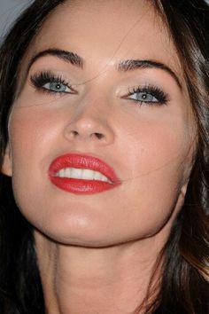 Megan fox make up Megan Fox Eyebrows, Megan Fox Makeup, Megan Fox Young, Megan Denise Fox, Gorgeous Hair, Beautiful Eyes, Megan Fox Photos, Young Female, Eyes