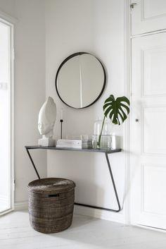 Skandinávie každým coulem: domov hudebního skladatele z Helsinek | Insidecor - Design jako životní styl Minimalist Furniture, Minimalist Interior, Minimalist Bedroom, Minimalist Decor, Bedroom Modern, Minimalist Wardrobe, White Bedroom, Minimalist Makeup, Bedroom Neutral