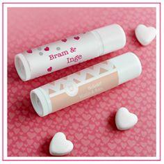 De lippenbalsem een ideaal trouwbedankje, erg origineel helemaal naar eigen wensen te maken.